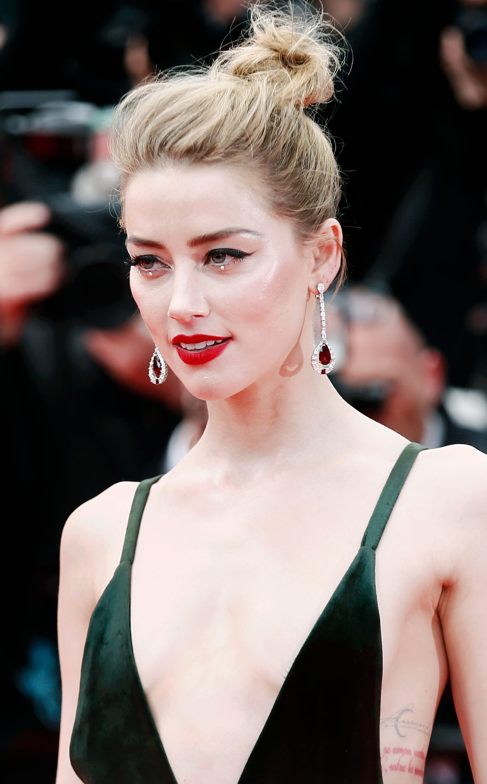 Amber Heard's Top Knot