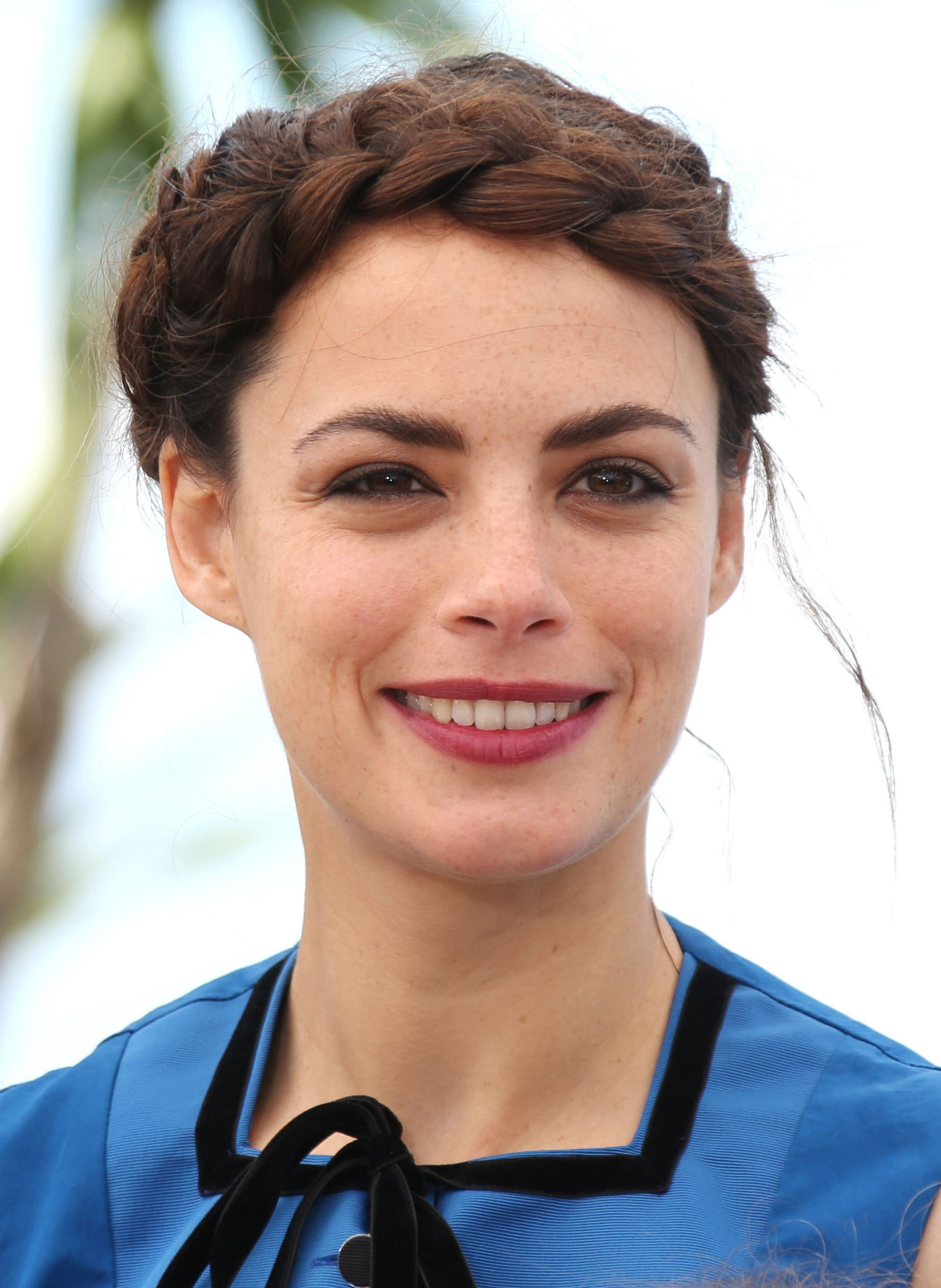 Berenice Bejo with a Forehead Thick Band Braid
