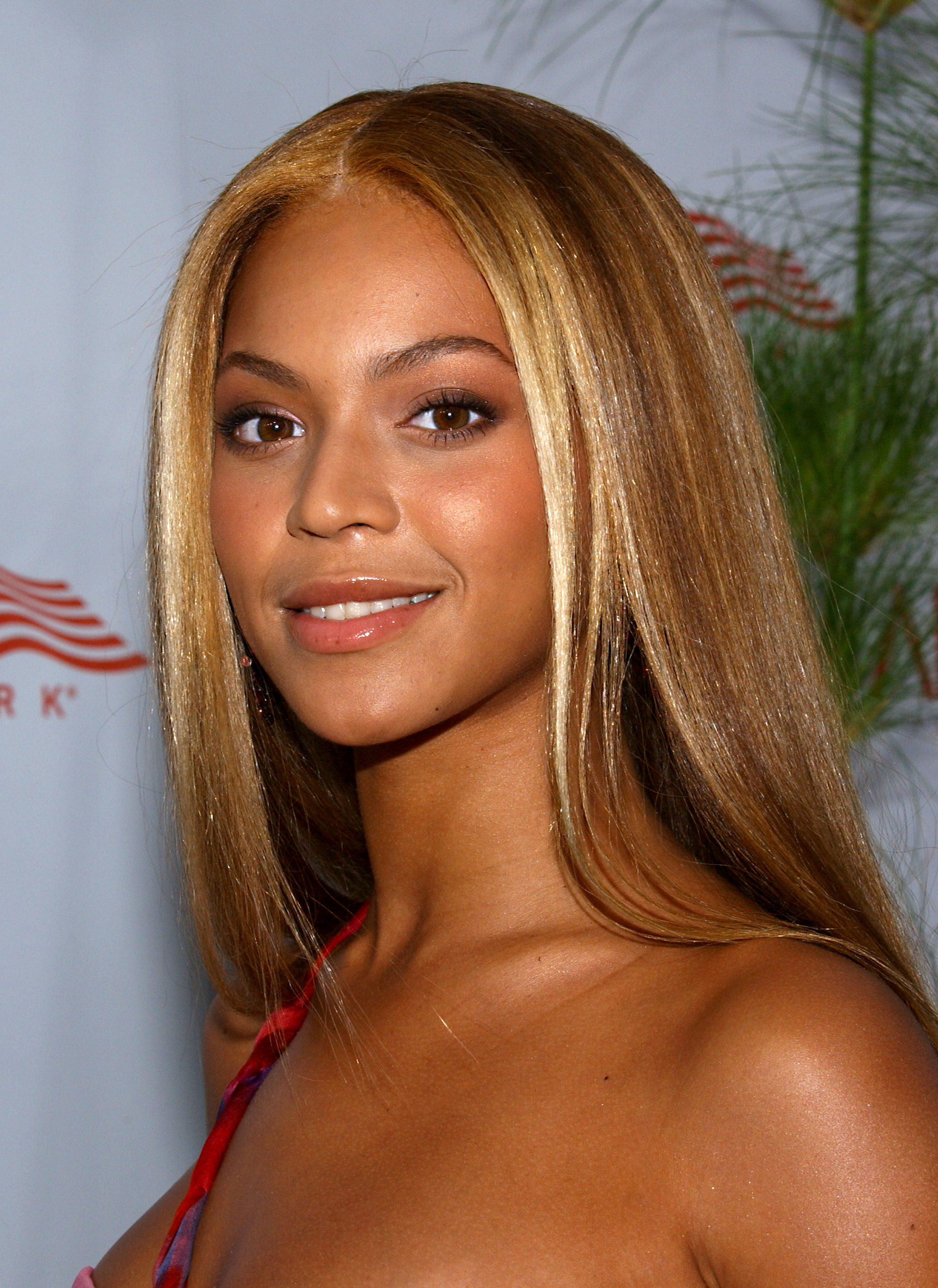Beyonce's Caramel Hair with Face-Framing Blonde Highlights