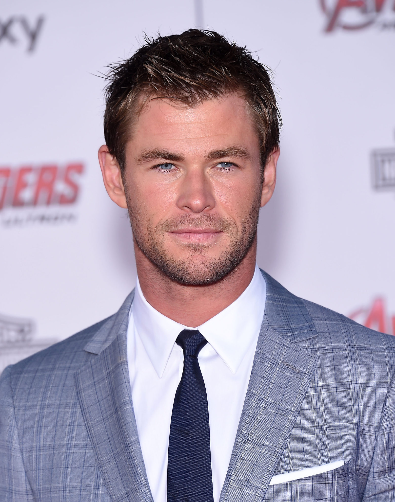 Elegant Chris Hemsworth   Widowu0027s Peak   Short Spiky Hairstyle