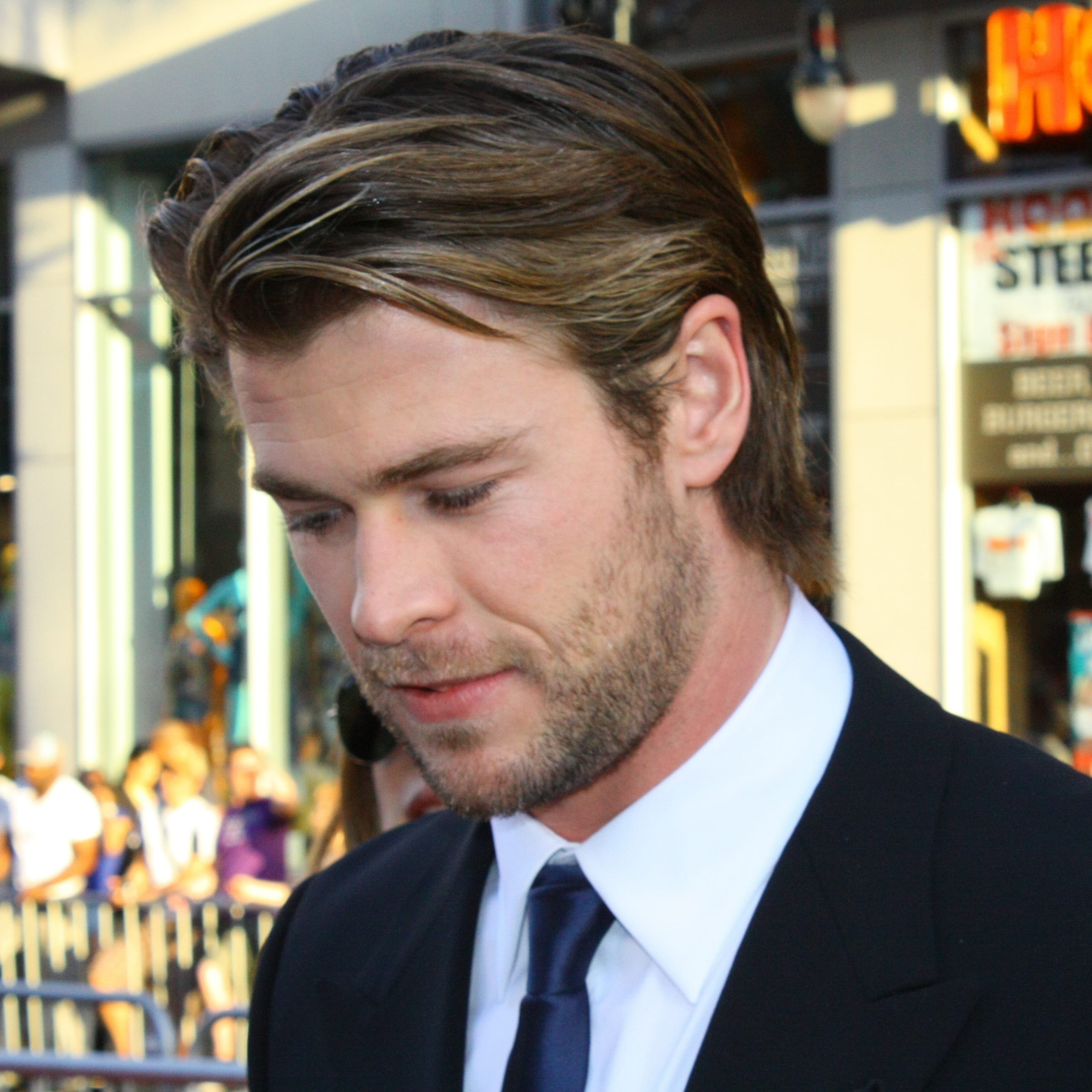 Chris Hemsworth's Ear Tuck