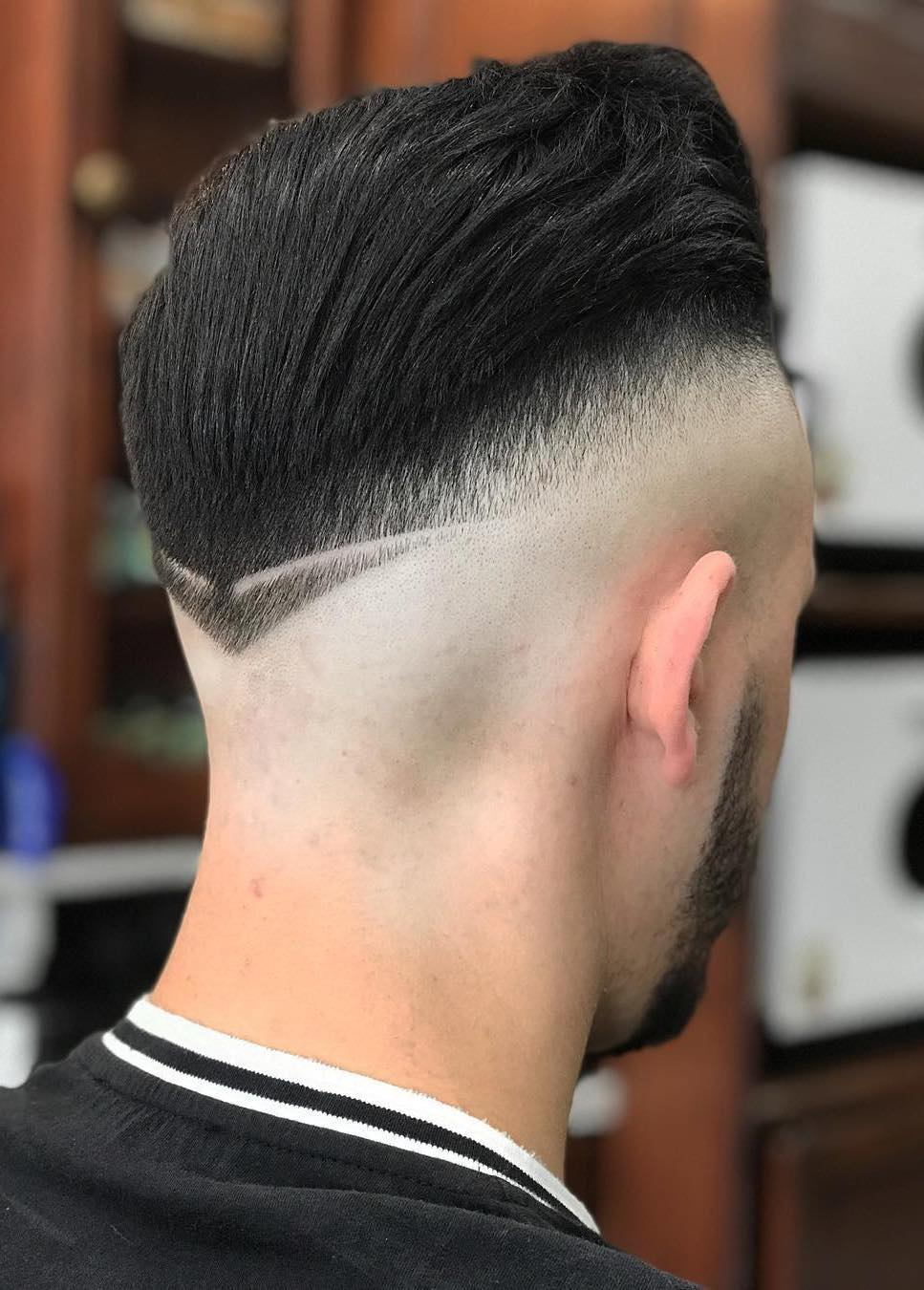 Clean Faded Neckline with Pointy Tip