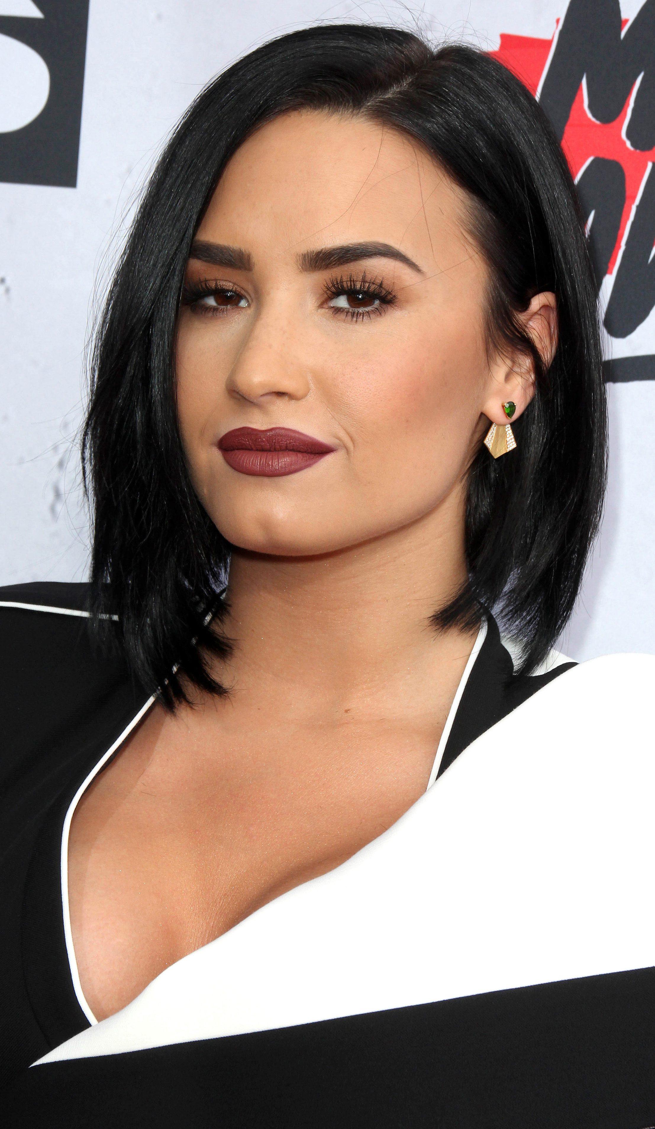 Demi Lovato's Inverted Bob