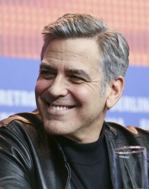 men grey hair styles 30 side part haircuts a classic style for gentlemen 3176 | George Clooney side part hairstyle with grey hair 500x632