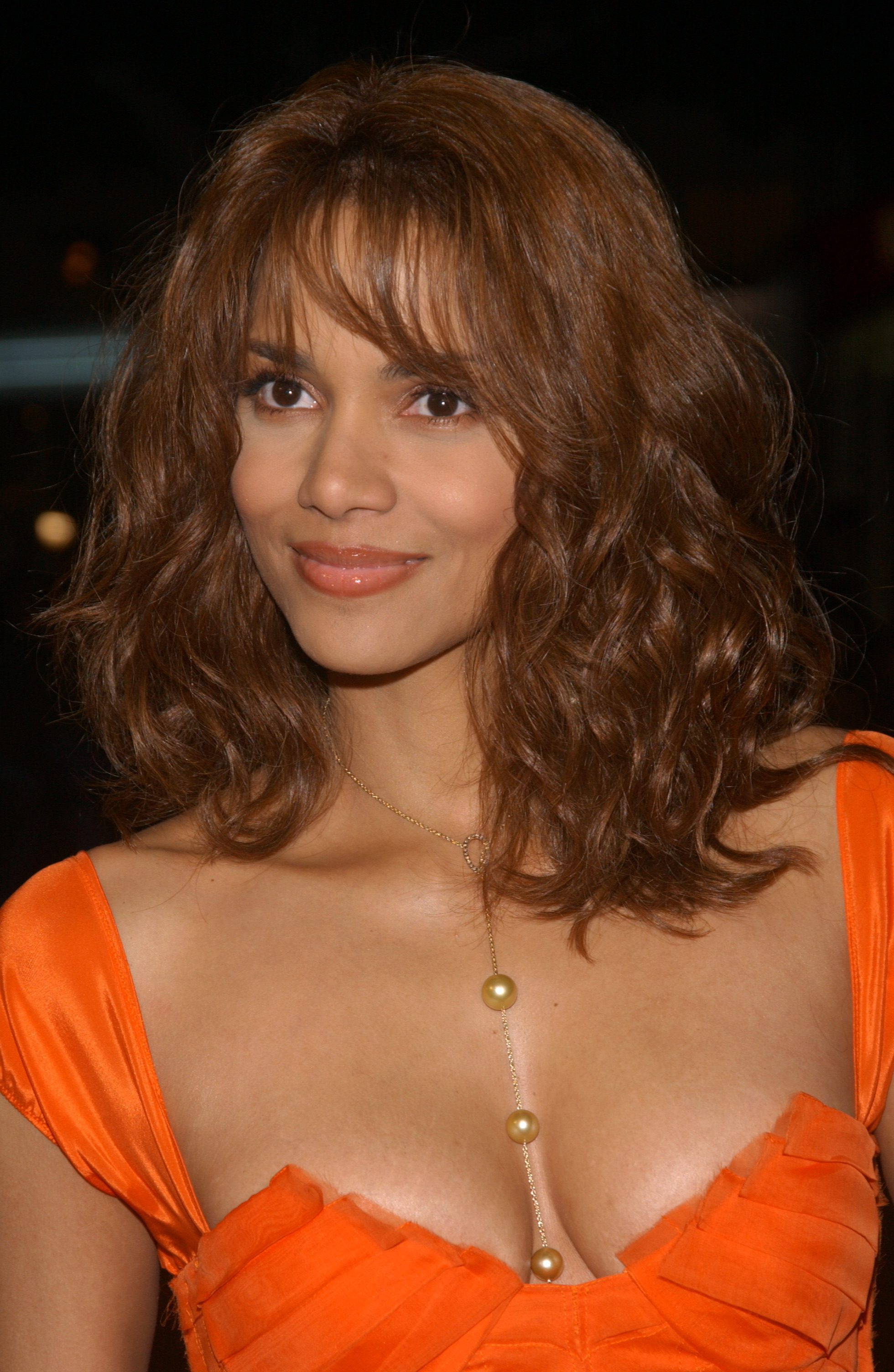 Halle Berry's Curly Lob