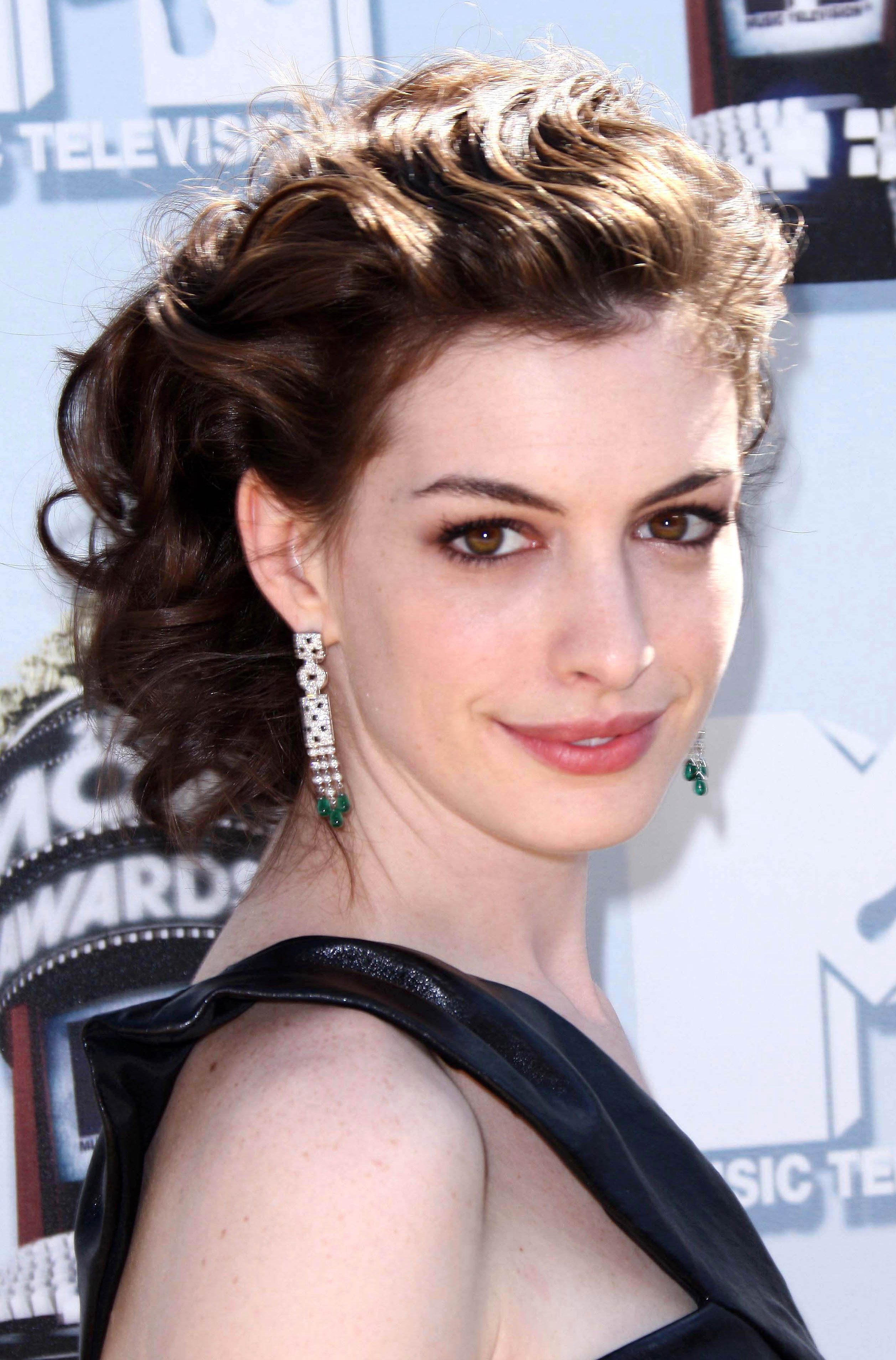Hathaway's Waved Thick Long Updo