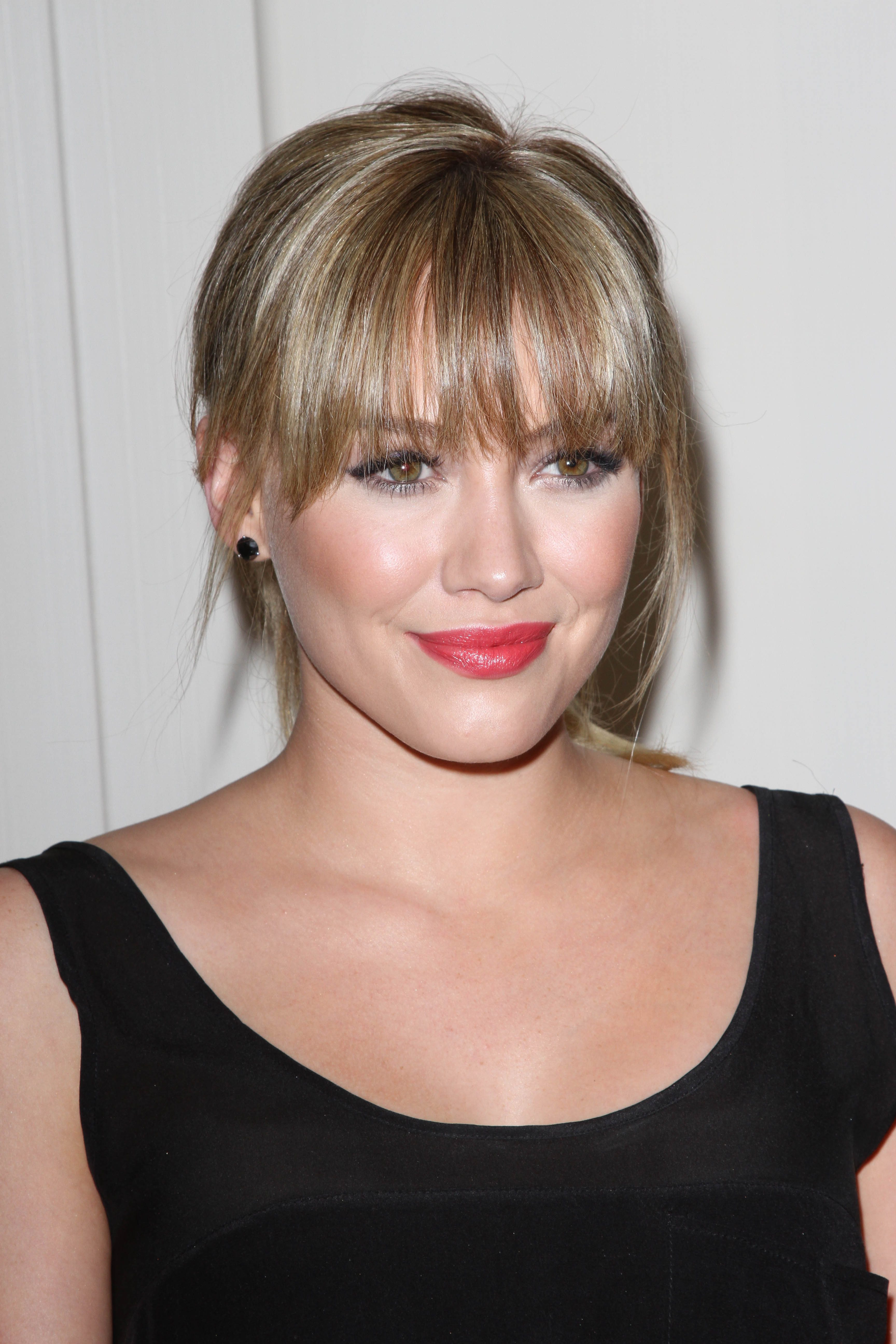 Hilary Duff's Subtle Silver Highlights on Blonde Hair