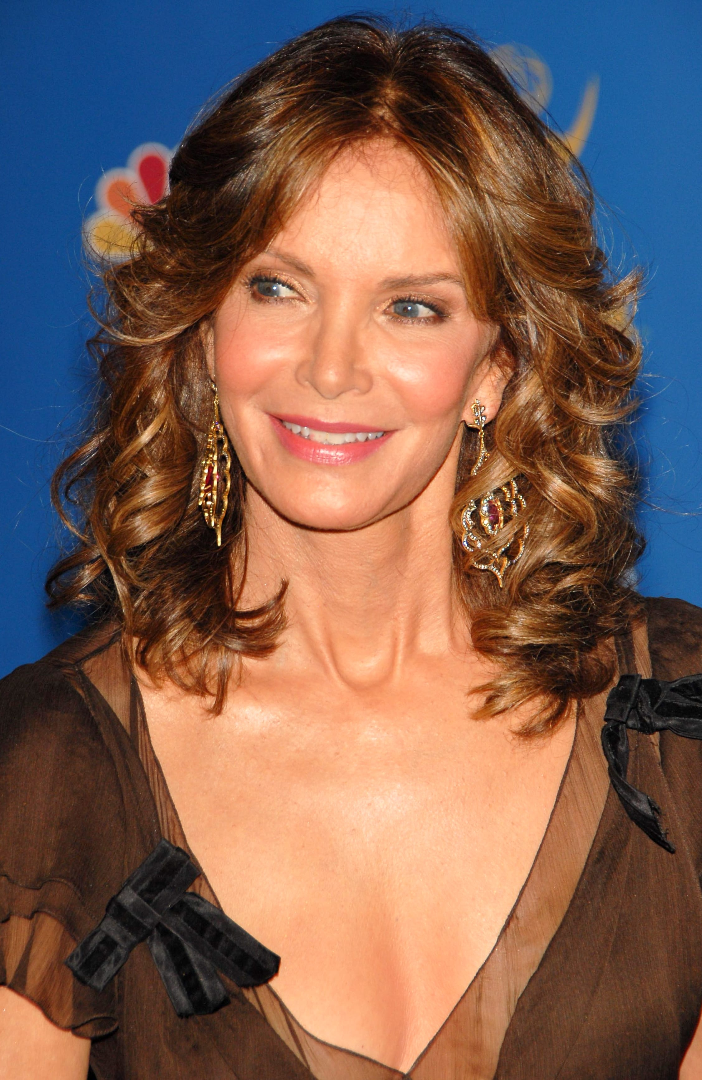 Jaclyn Smith's Wing Style Honey Curls