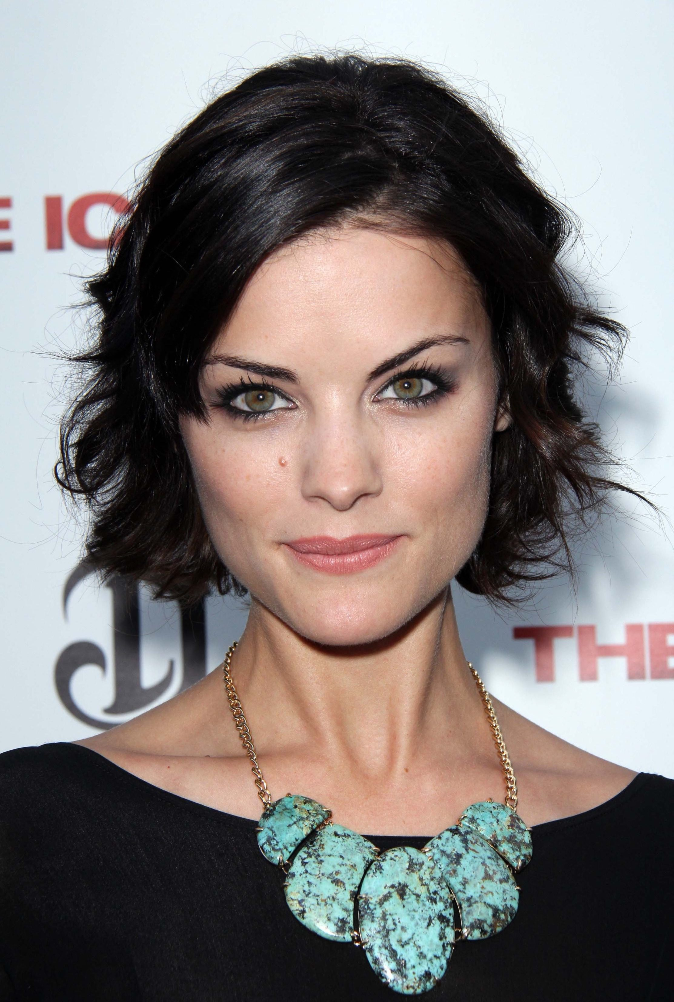 Jaimie Alexander Spliting Ends for That Spread Updo