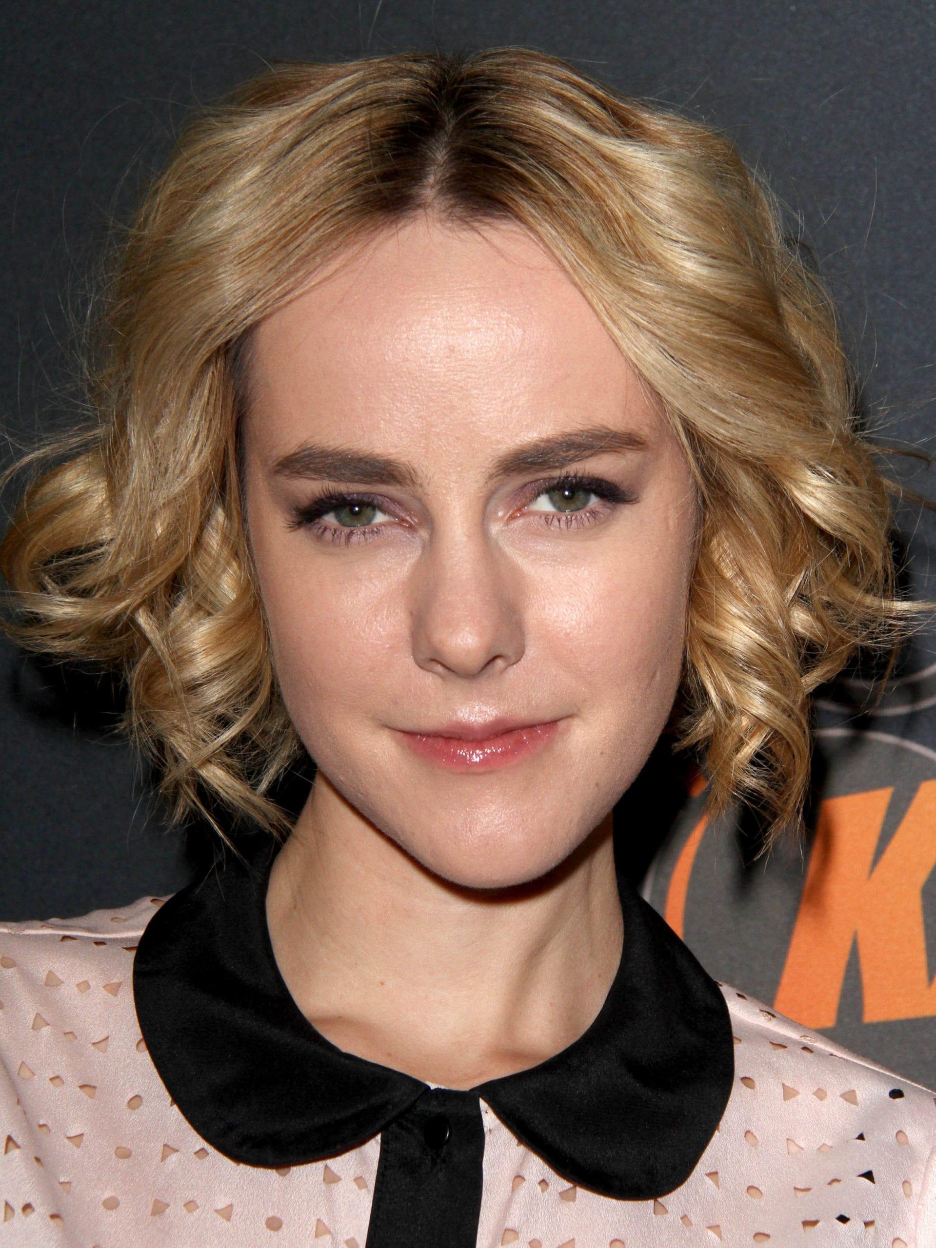 Jena Malone's Curly Bob