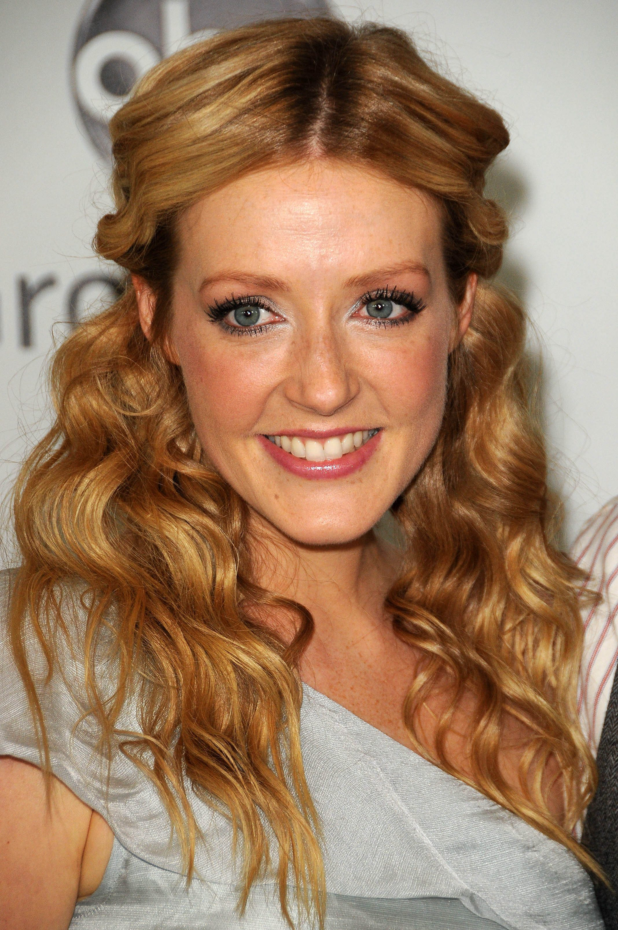 Jennifer Finnigan with That Middle Parted Top