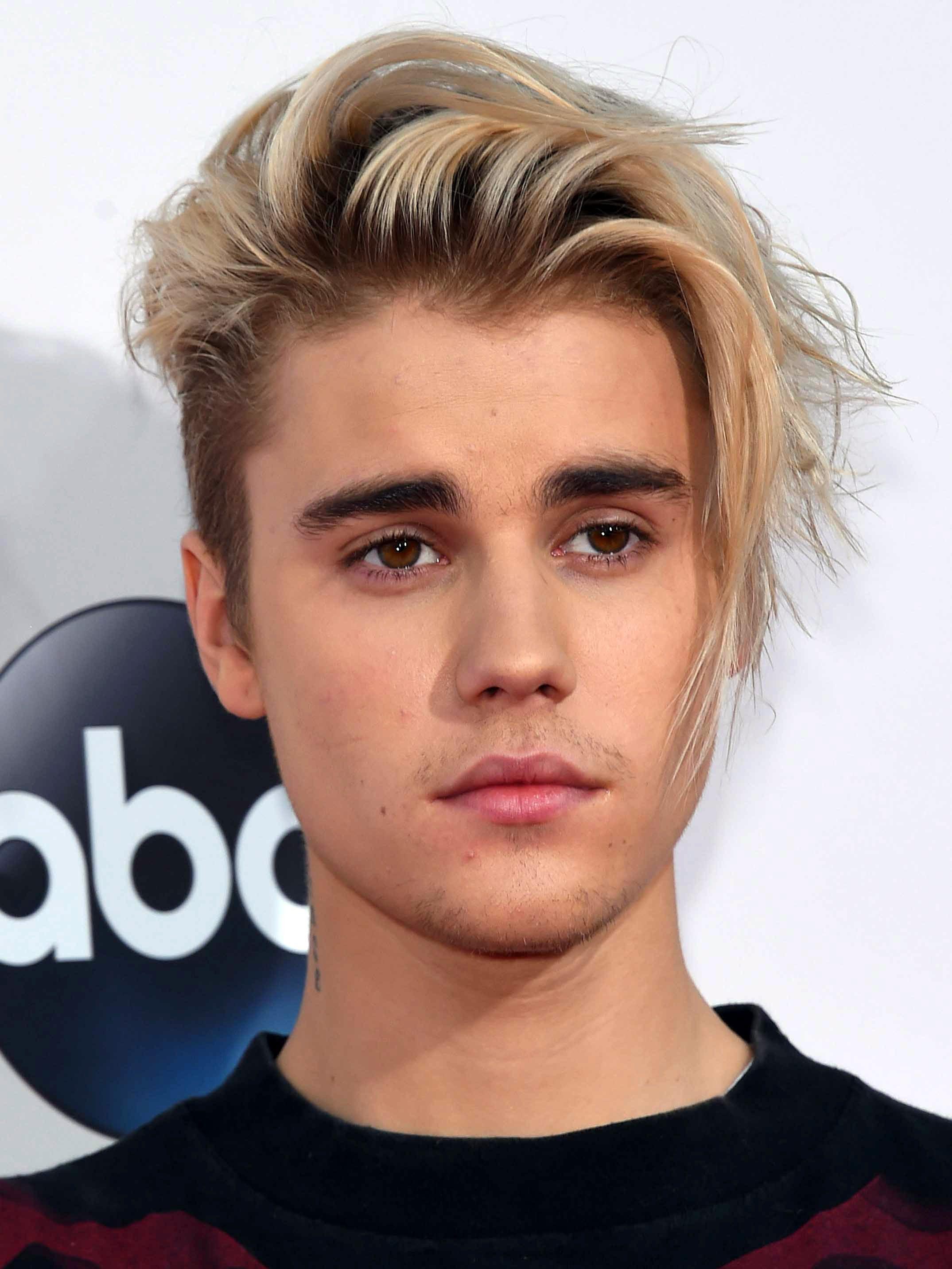 Justin Bieber's Side Swept Dyed Fringe
