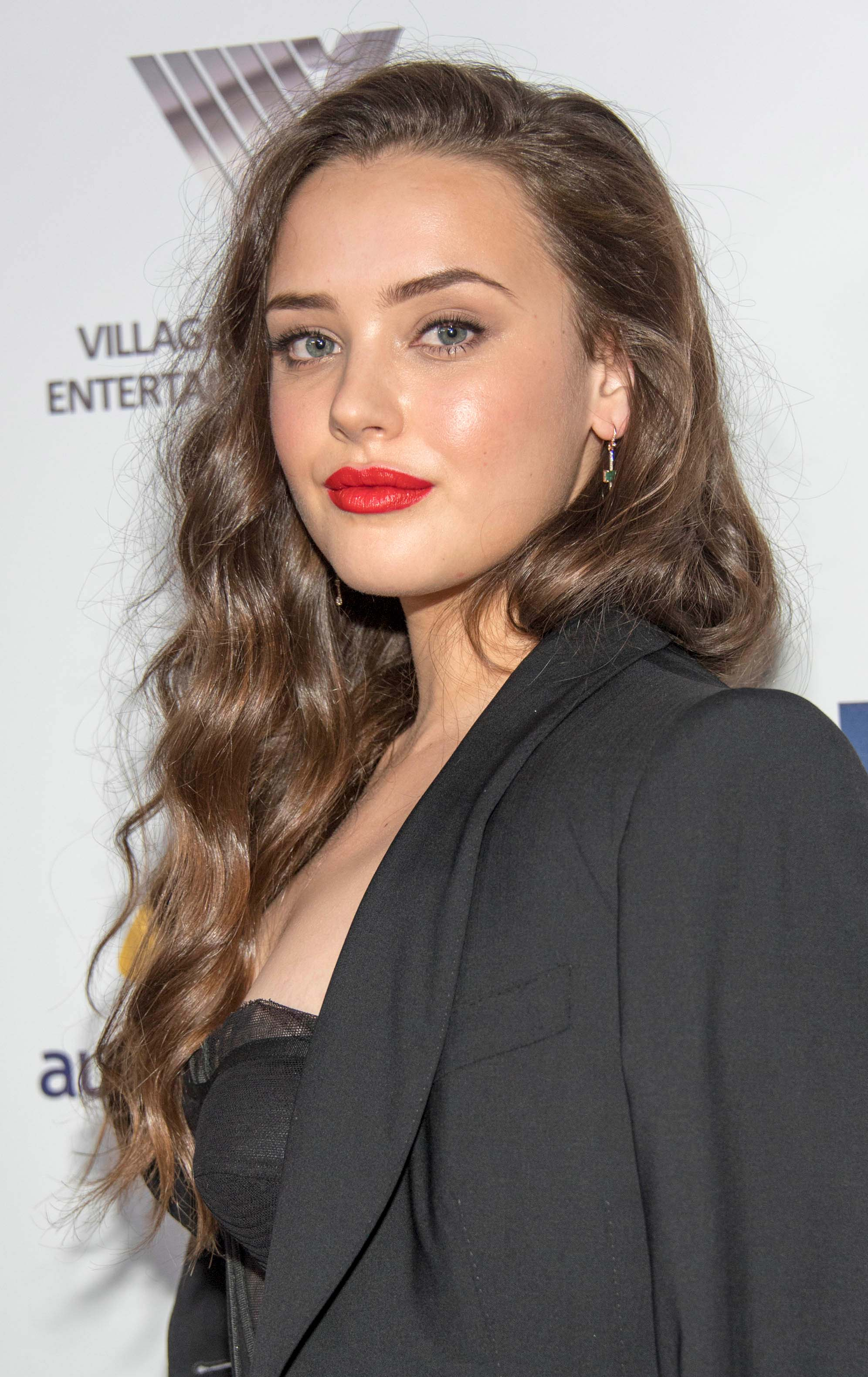 Katherine Langford's Side Swept Relaxed Curls_