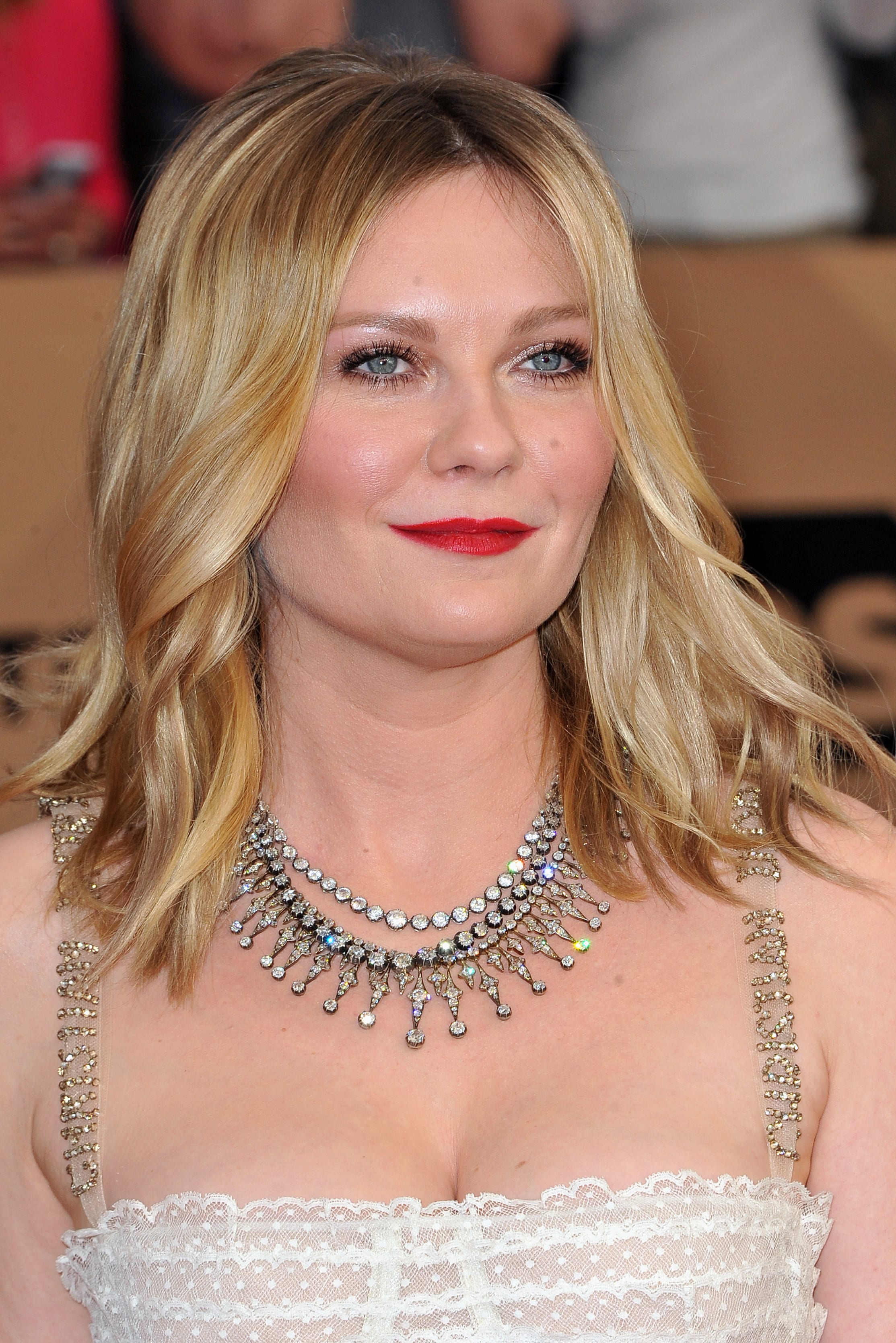 Kirsten Dunst's Soft Wavy Lob and Mid Part