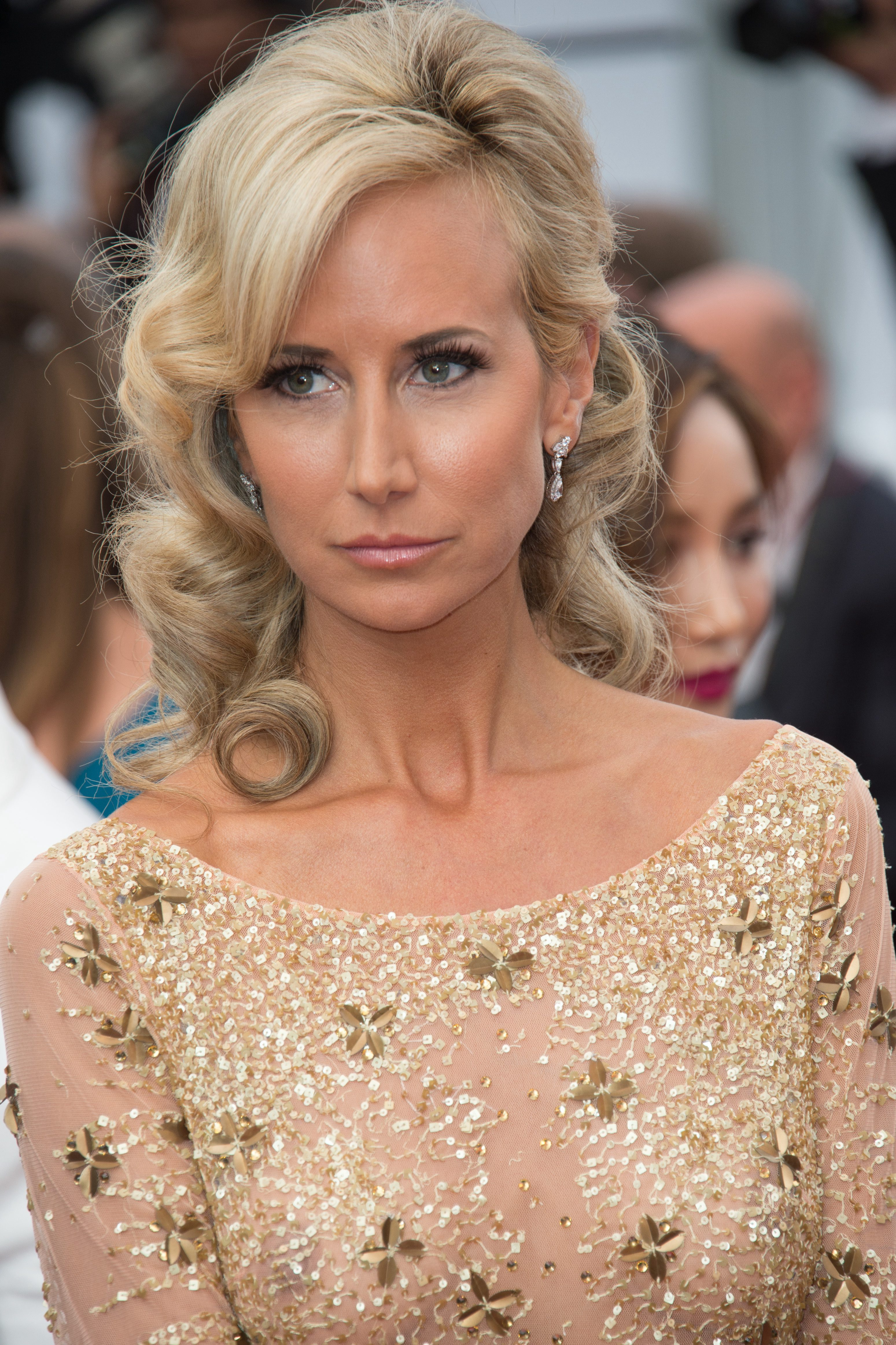 Lady Victoria Hervey with that Thick Hair Curly Shag