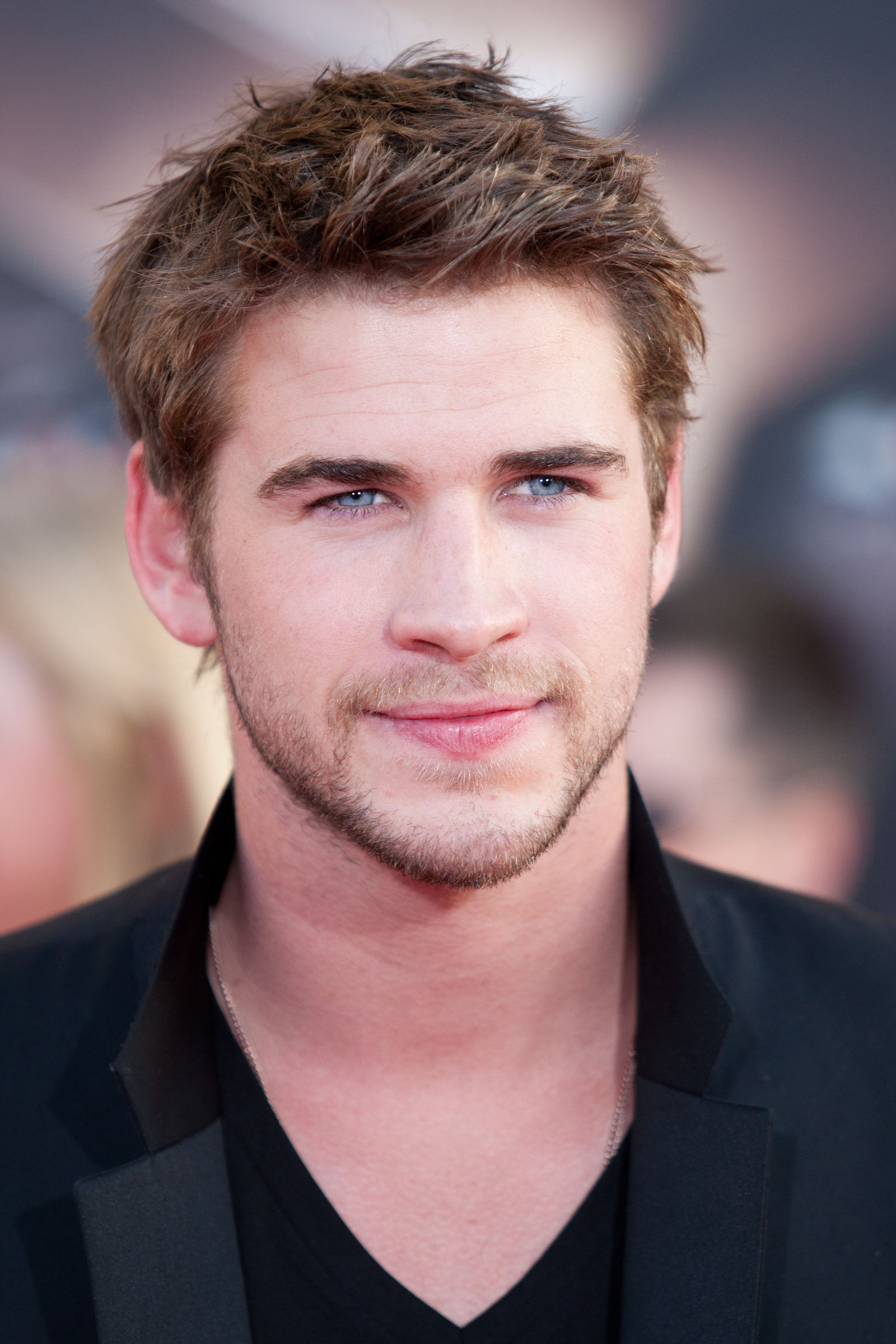 Liam Hemsworth textured spiky tapered haircut