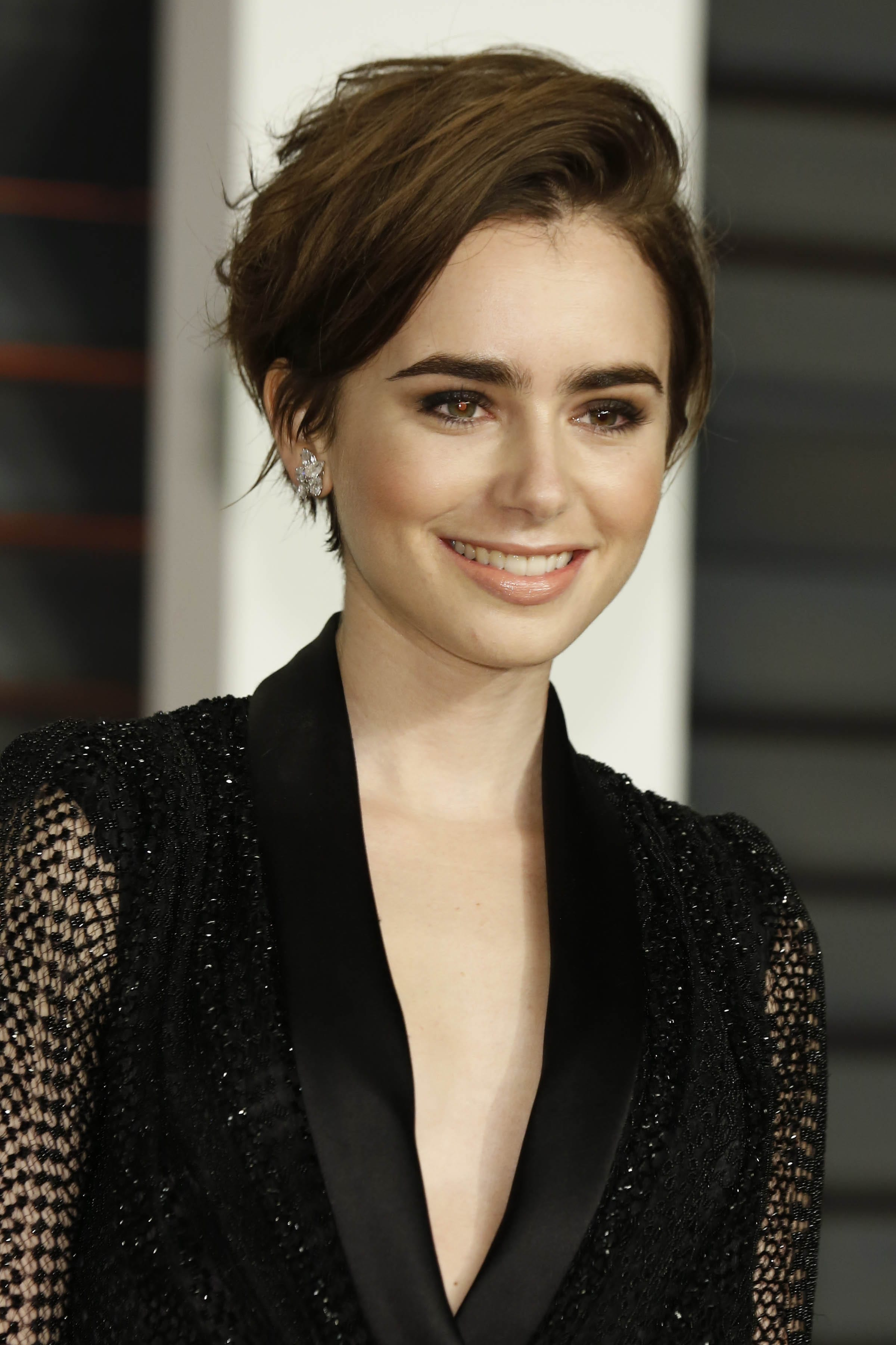 Lily Collins' Full-Bodied Pixie