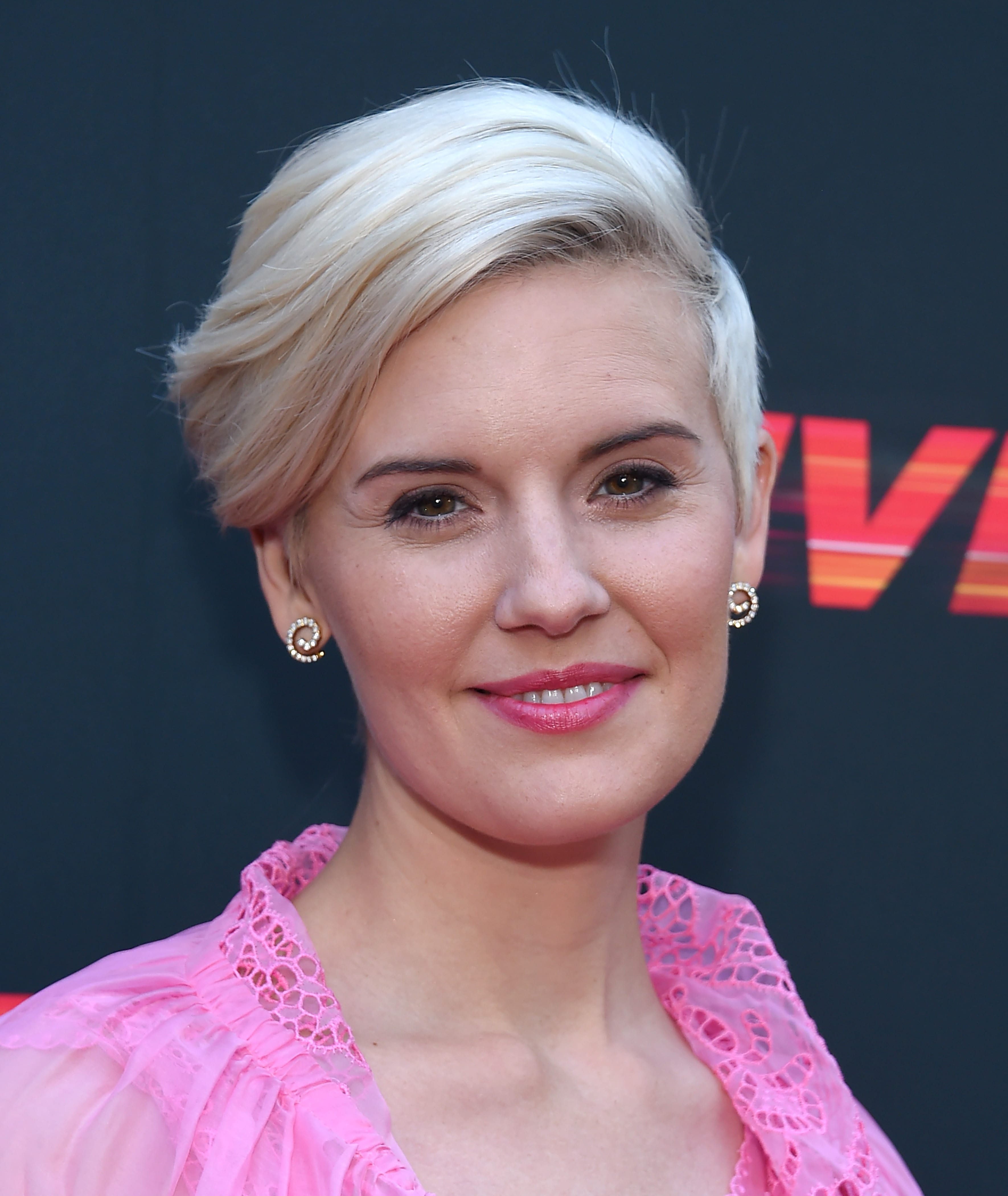 Maggie Grace's Side Sweep