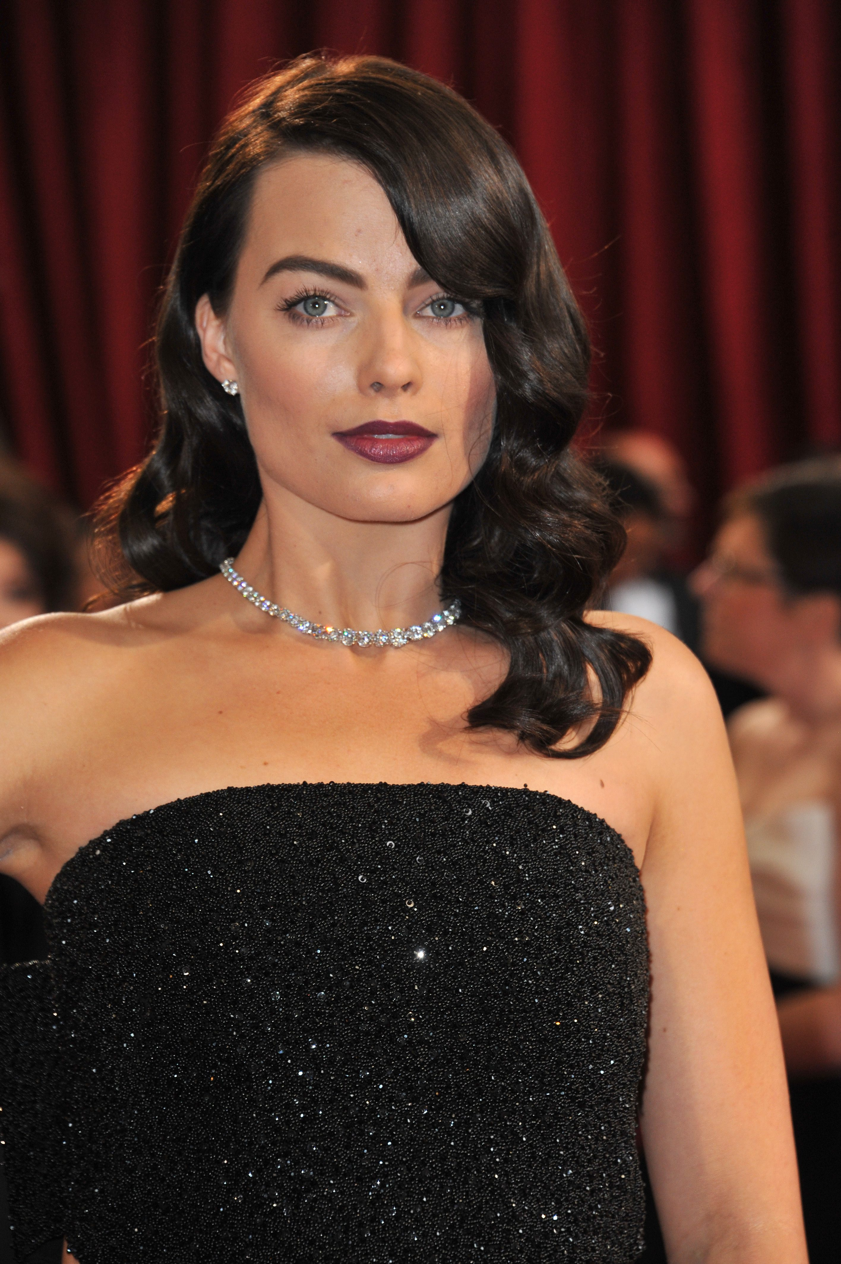 Margot Robbie's Old Hollywood Waves With Side Bangs