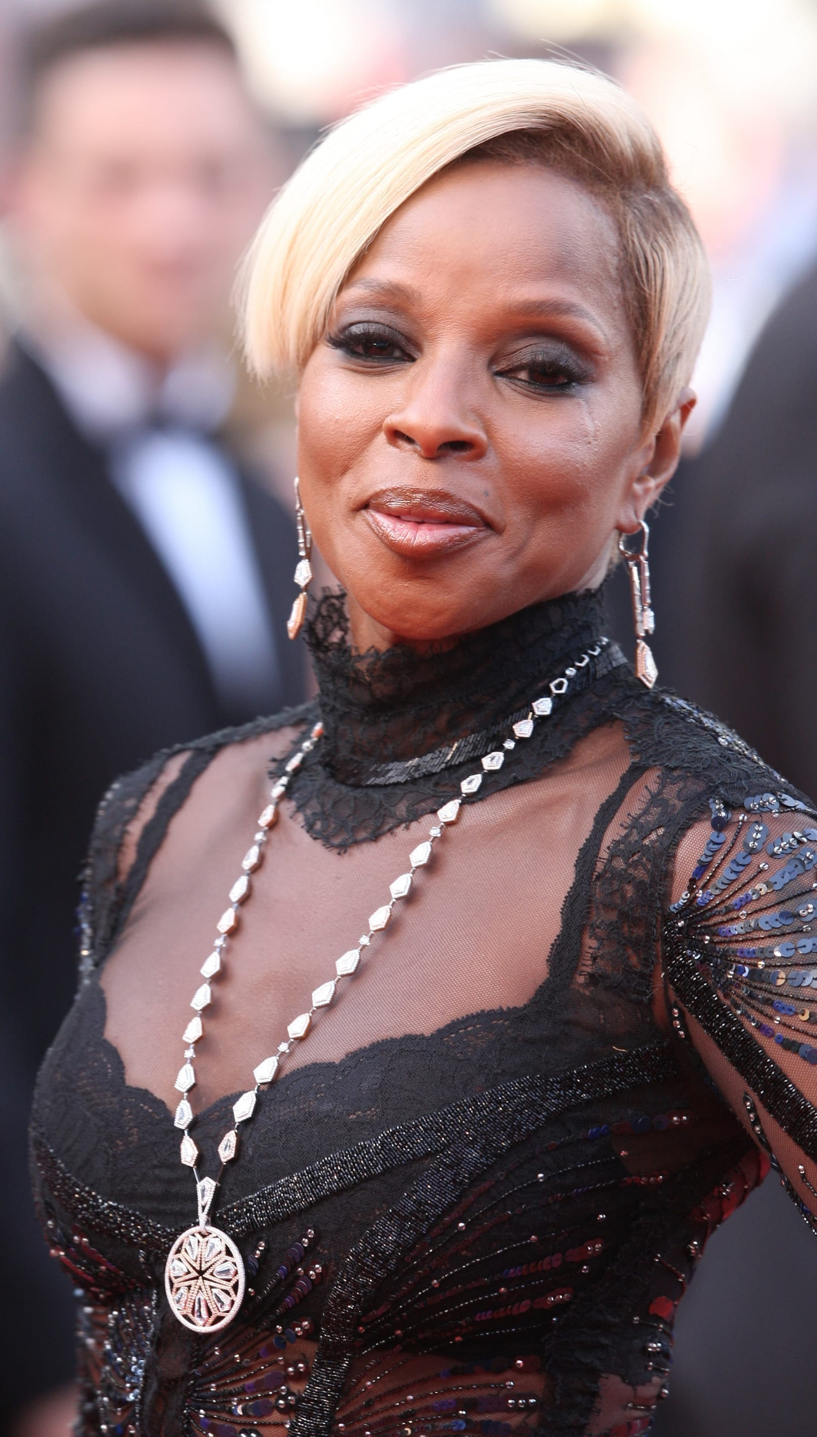 Mary J. Blige's Undercut with Side-Swept Top