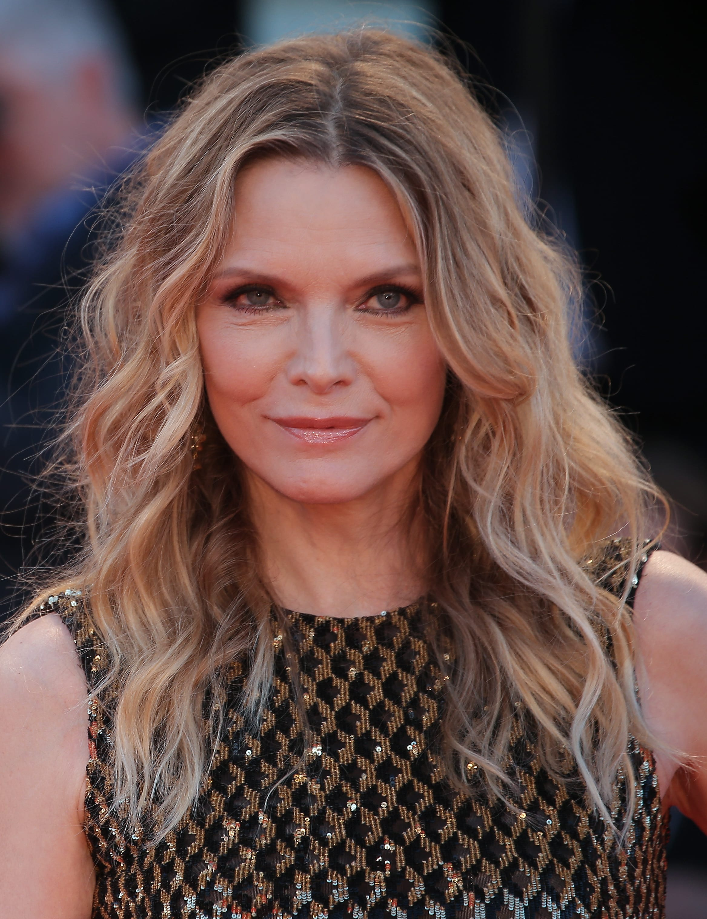 Michelle Pfeiffer's Layered Medium Crop and Highlights