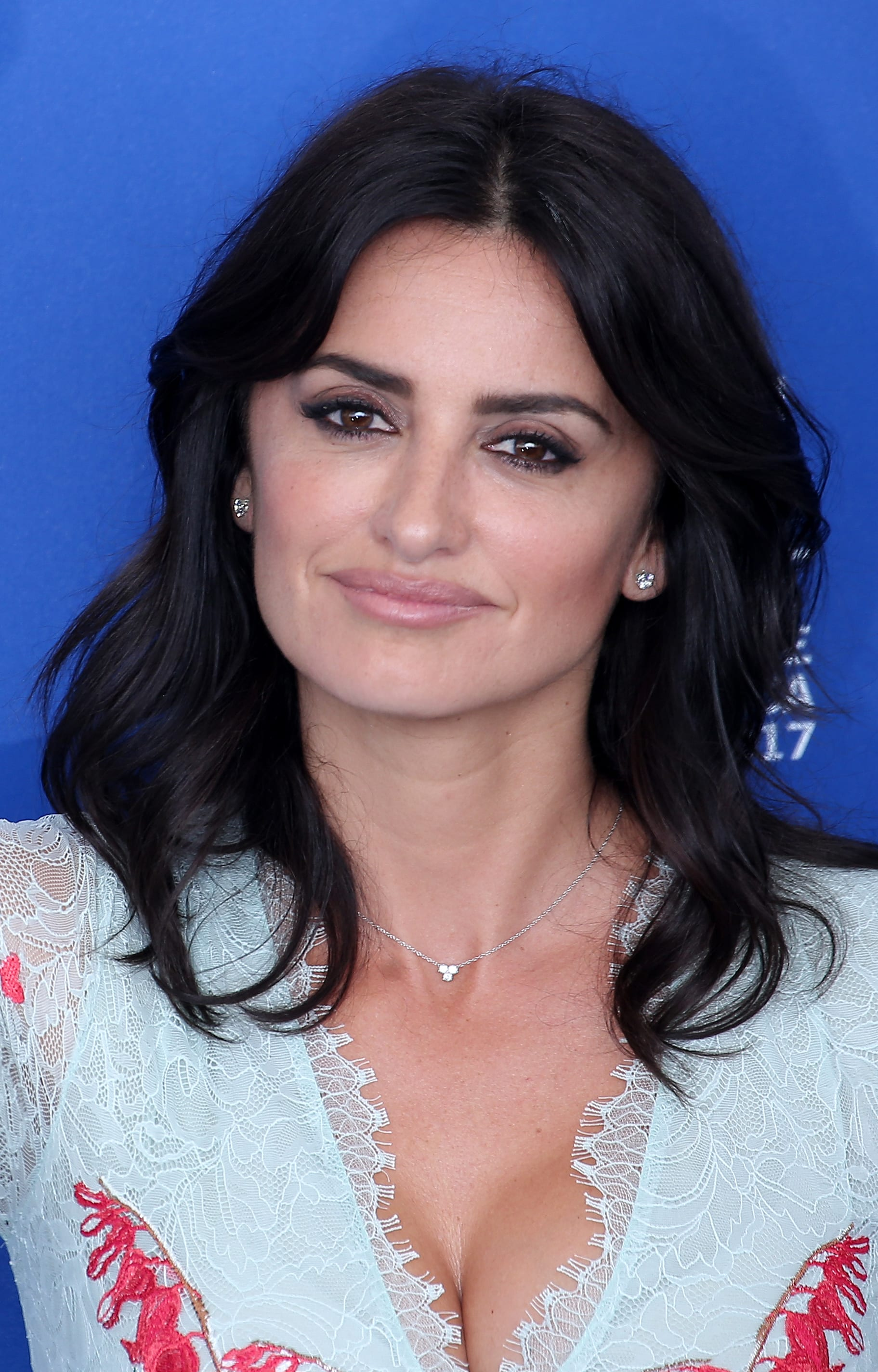 Penelope Cruz' Middle Part and Layered Crop