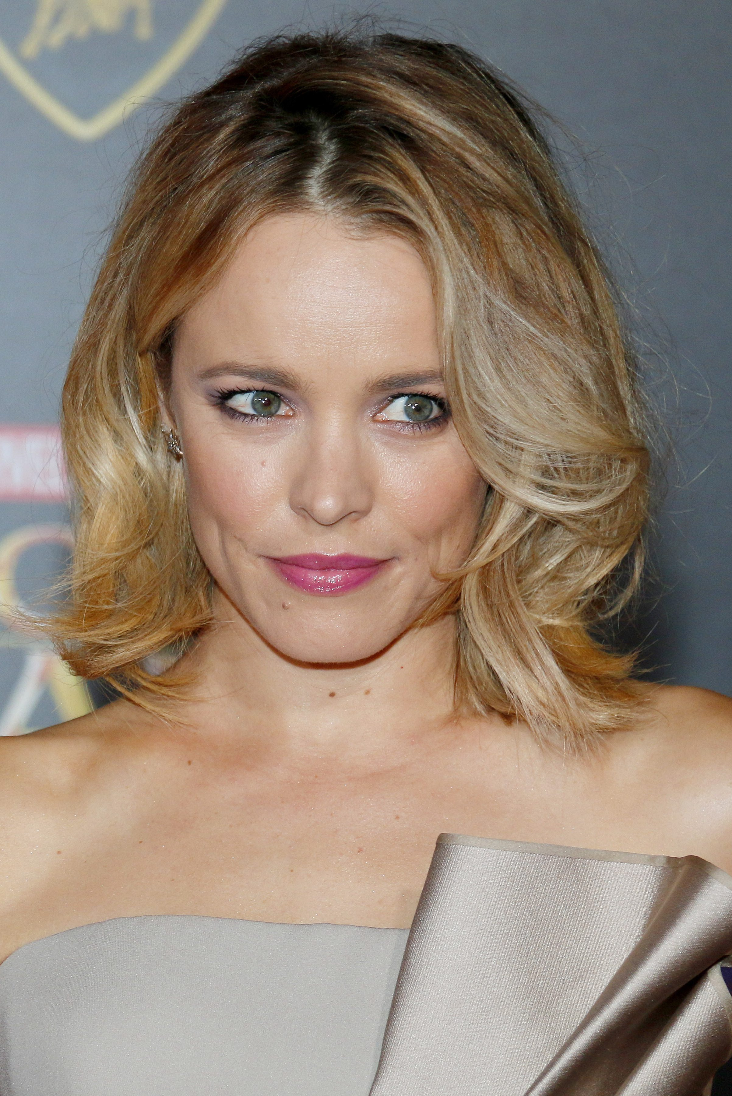 Rachel McAdams with that Mid Parted Curled Short Bob