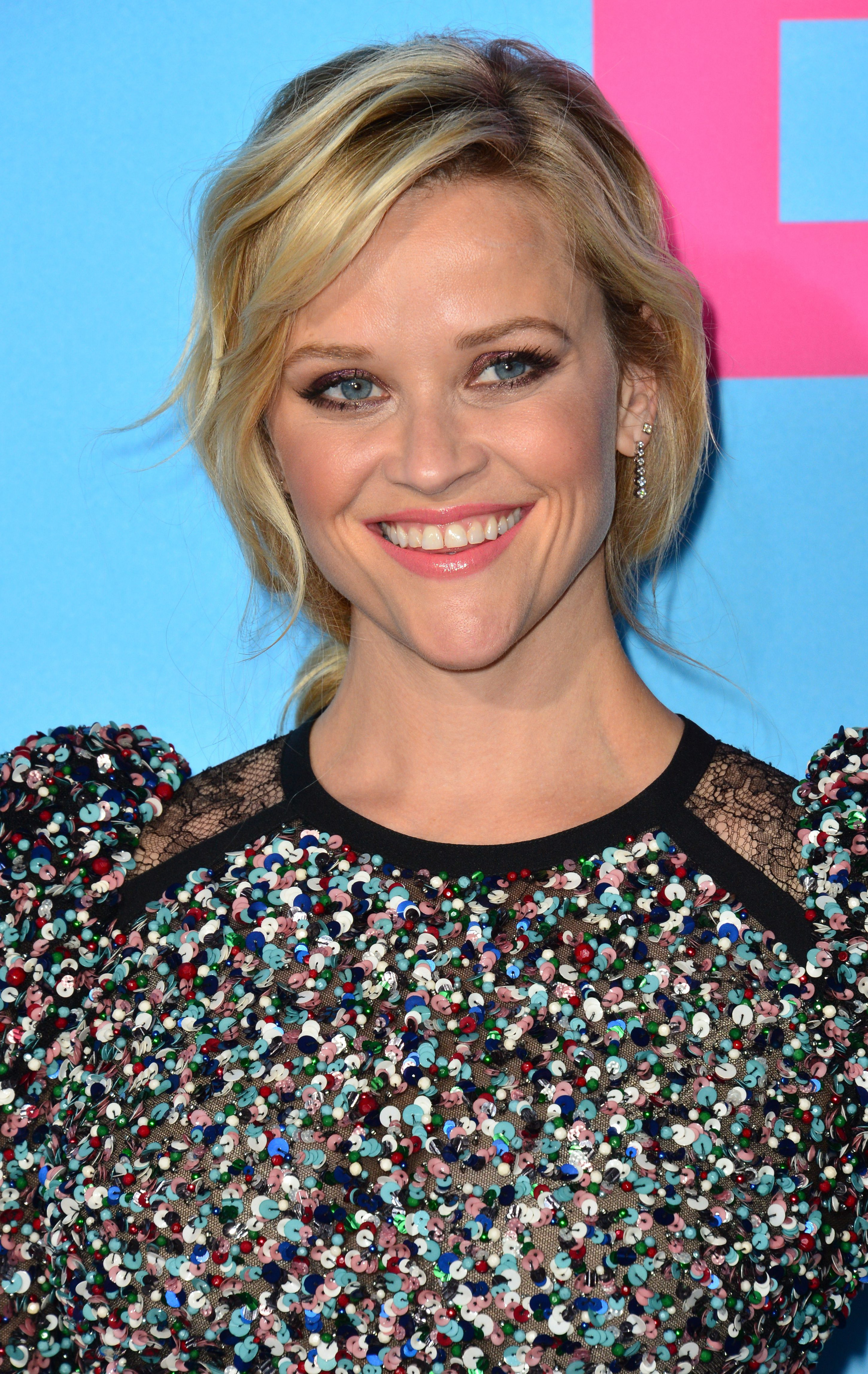 Reese Witherspoon Having a Silky Short Bob