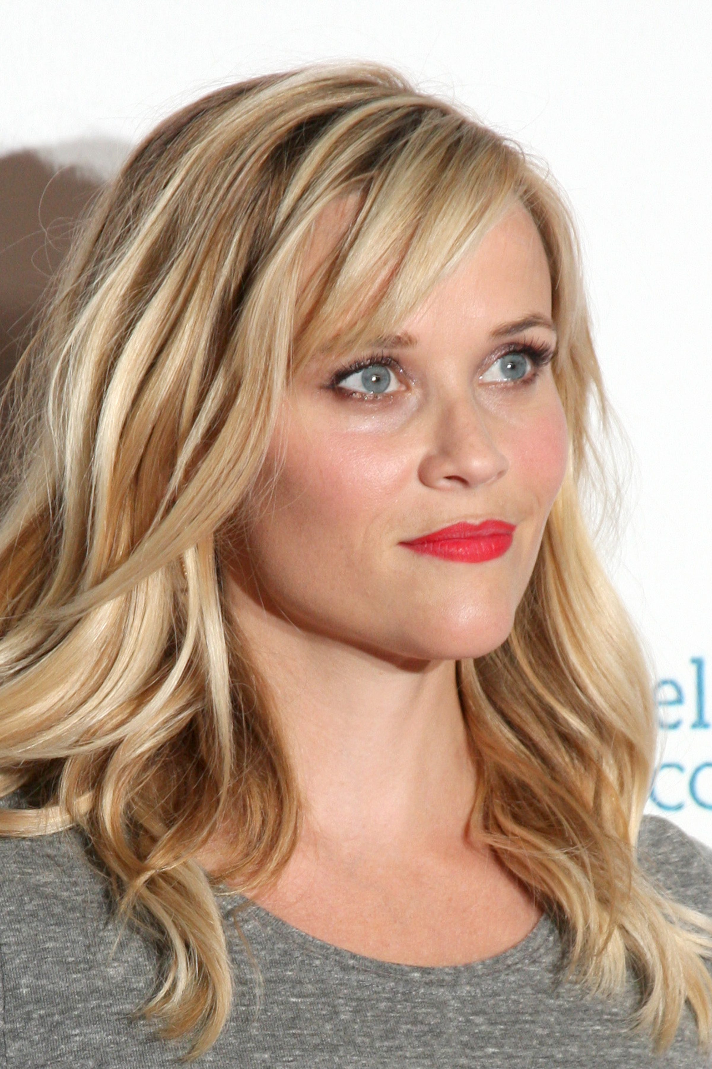 Reese Witherspoon's Blonde Balayage Waves