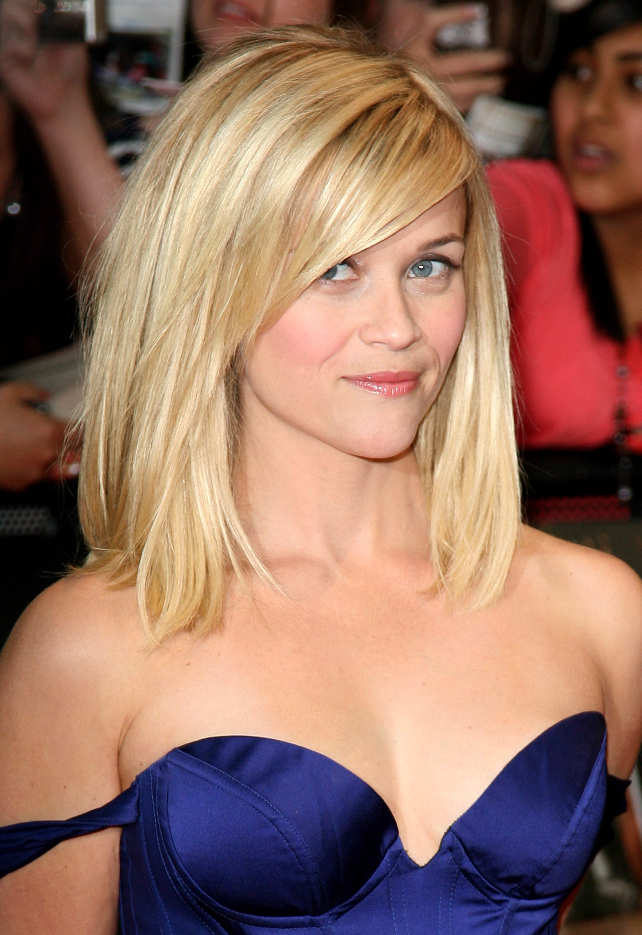 Reese Witherspoon's Voluminous Lob with Side-Swept Fringe