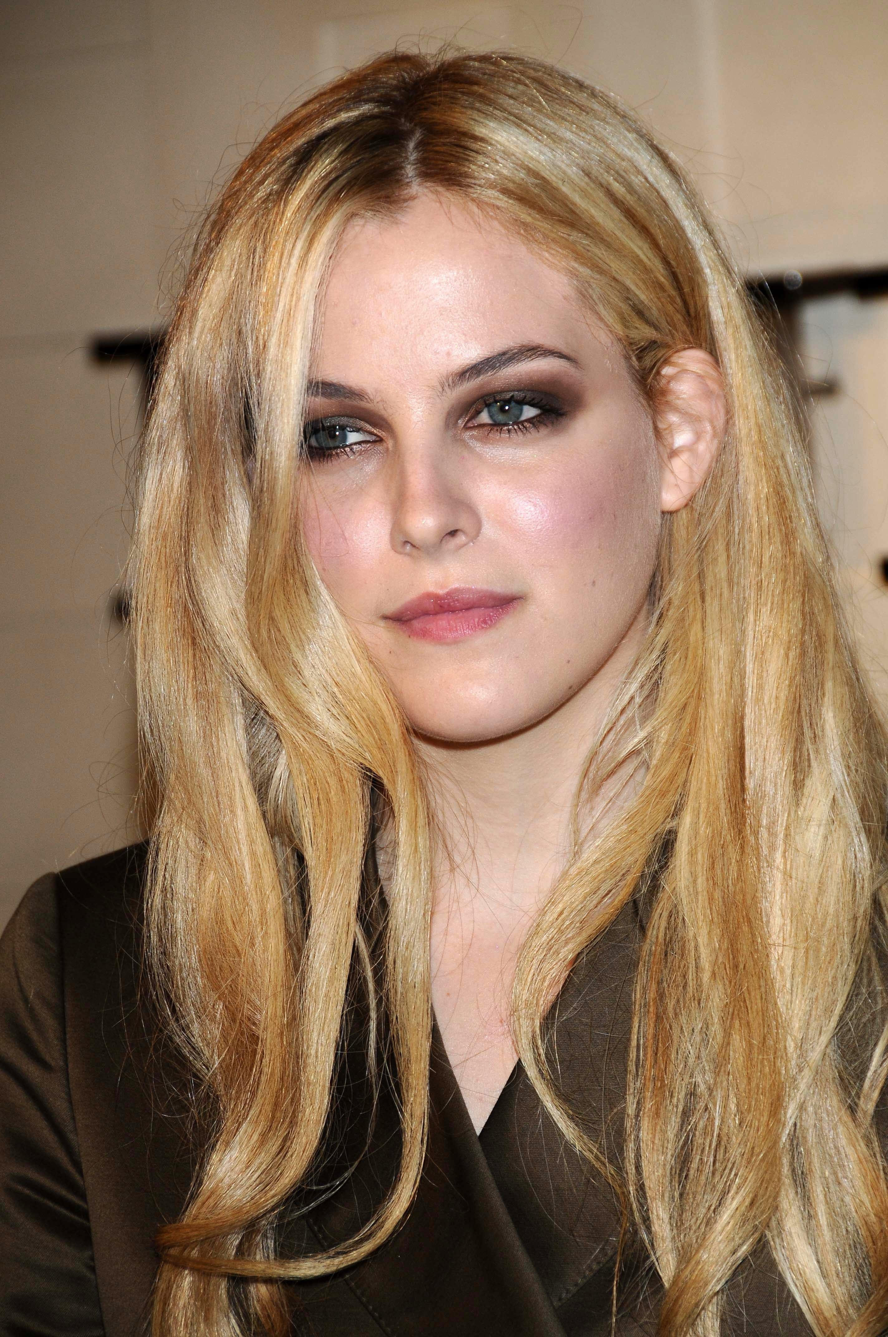 Riley Keough's Caramel and Blonde Highlights