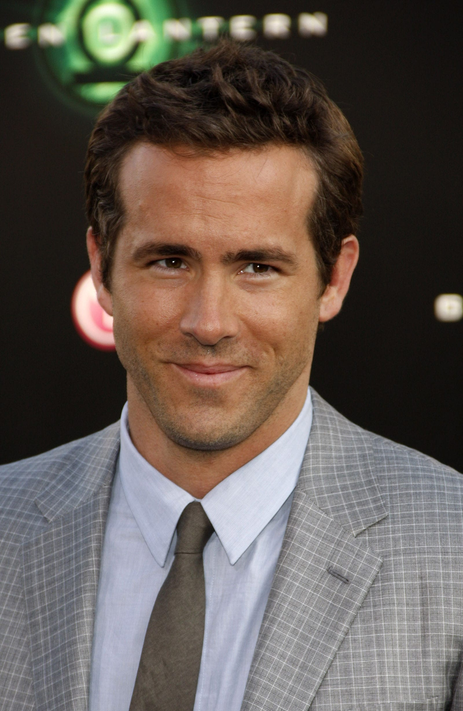 Ryan Reynolds classic regular taper without side part