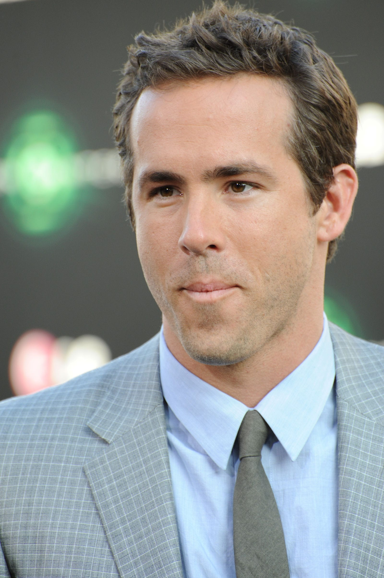 Ryan Reynolds medium length cut