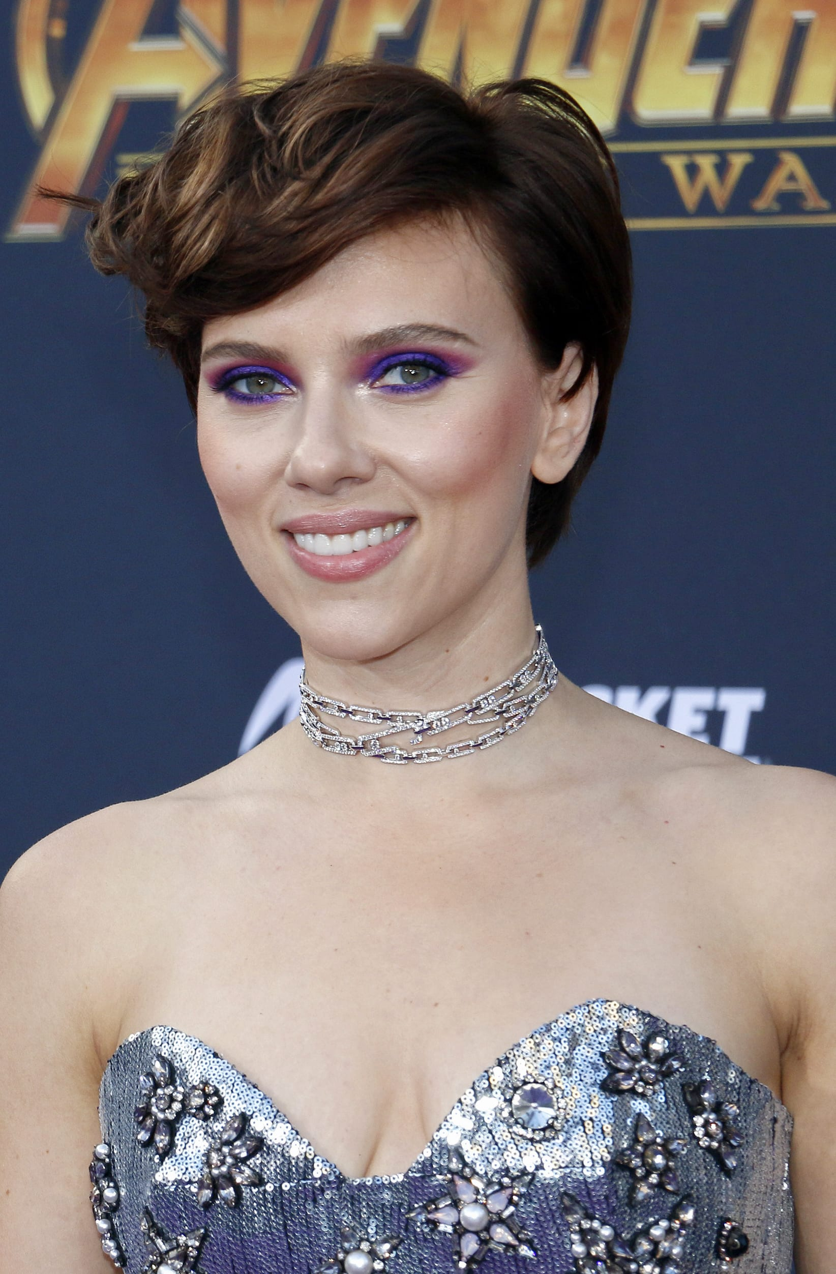 Scarlett Johansson's Short Crop and Wavy Side Fringe