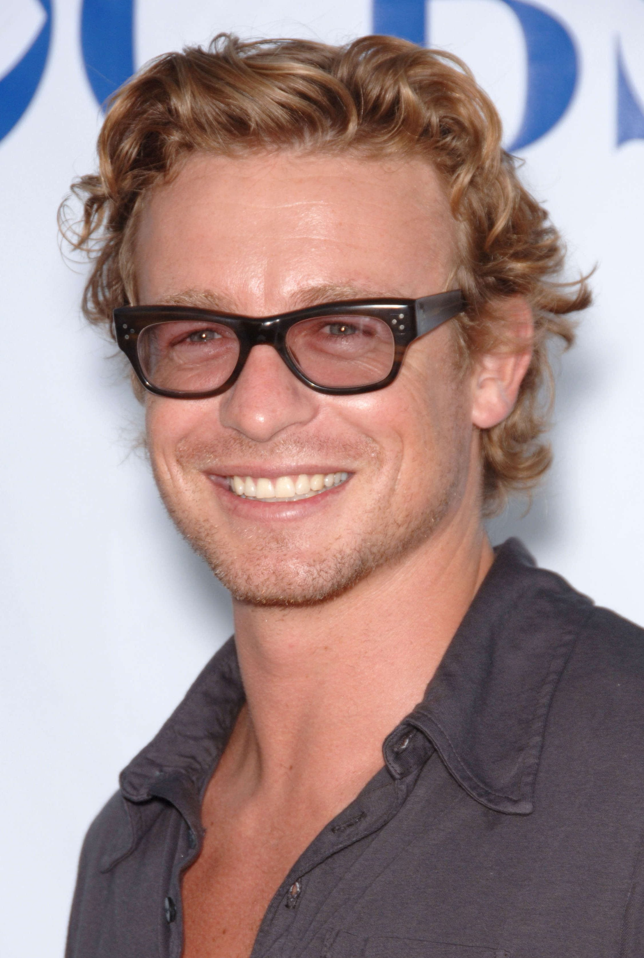 Simon Baker Blonde Bro Flow with Glasses e1538985297602
