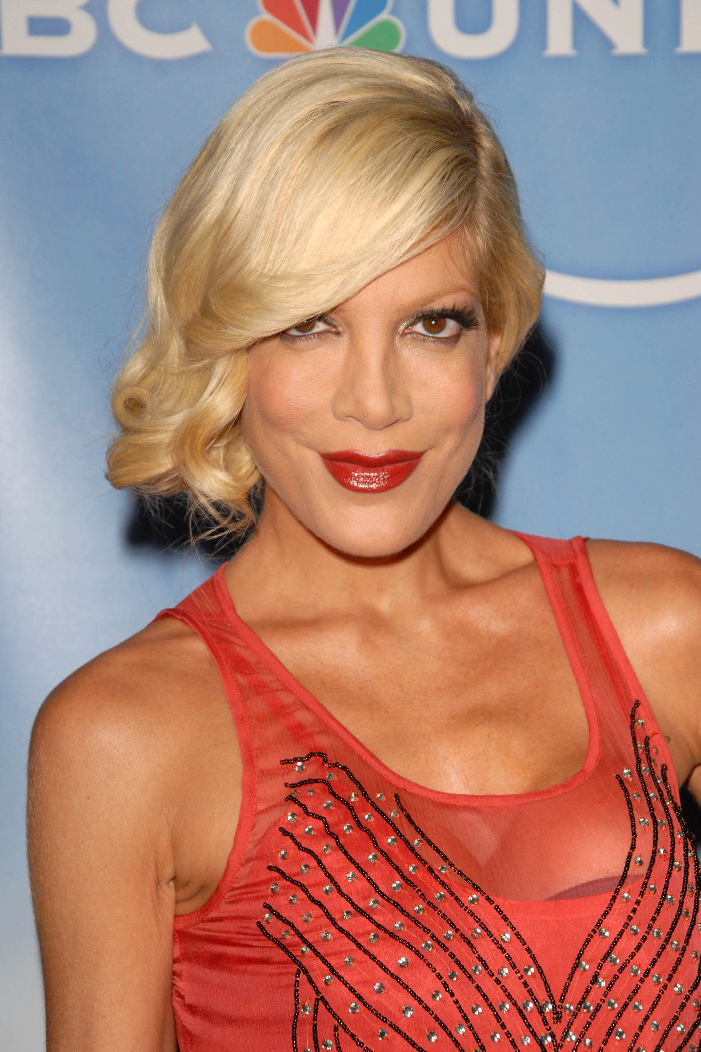 Tori Spelling's One Sided Updo